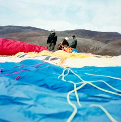 Paragliding women in Iran by Latzel Marc